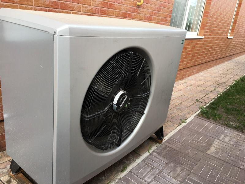 Наружный блок воздушного теплонасоса с вентилятором